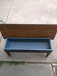 Table bench Shelby charter Township, 48317