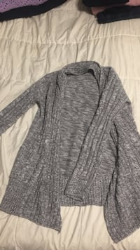 gray long-sleeved cardigan Kelowna, V1X 3N1