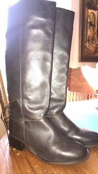 New boots size 7 Rock Island, 38581