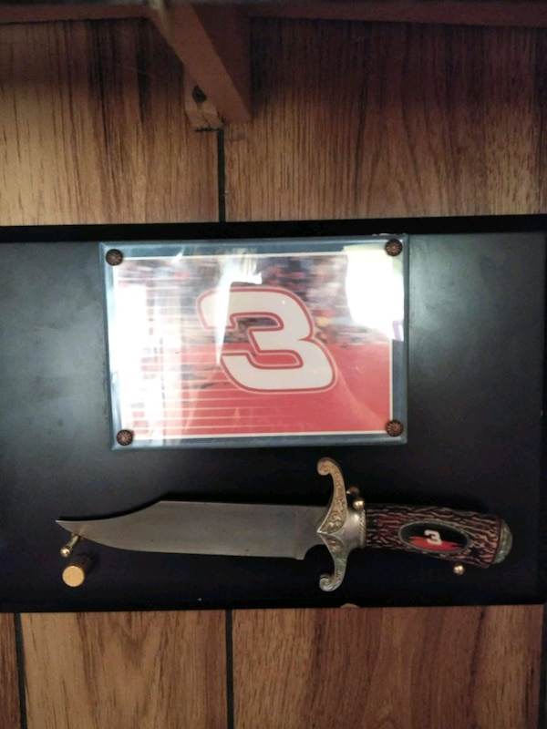 Dale jr and sr collectible items! 4061a869-8cb7-476c-8c39-cfd73ce64b7e