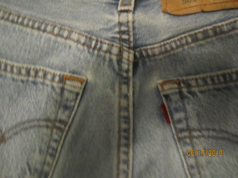 Womens VINTAGE 501 Levis 24 X 32- THESE ARE NOT MADE ANYMORE- SHOWING SOME SIGNS OF WEAR df6ec2f5-9de8-4e5c-bb7d-0dccaddccb96