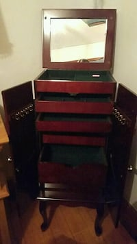 Large standing Jewelry box Sioux Falls, 57104