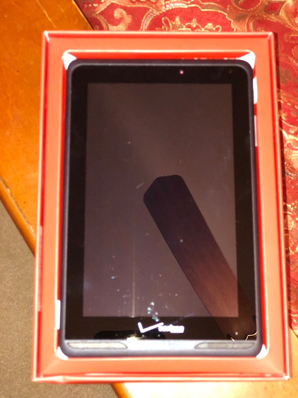 Black android tablet computer with box