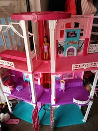 Barbie pink and purple plastic doll house Bellevue, 98007