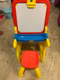 Toddler's red and blue easel - crayola Woodbridge, 22193