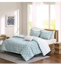 5 piece Queen duvet cover set. *new* London, N6H