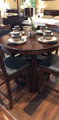 round brown wooden table with four chairs dining set Corpus Christi, 78415