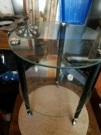 2 glass rolling shelve with wheels Milwaukee, 53223