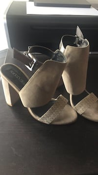 Kenneth Cole - size 6 - taupe Toronto, M5V 1Y6