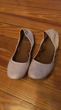 Pair of white leather flats Central Falls, 02863