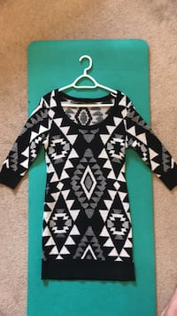 Size large sweater dress Edmonton, T5T 3S4