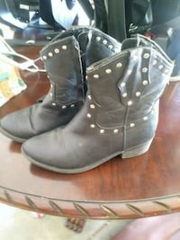 pair of black leather boots Murfreesboro, 37129