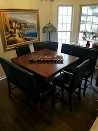 Dining table, great condition. Bristow, 20136