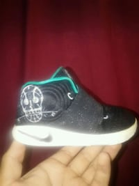 Toddler Nike Kyrie Irving shoes size 8 Winner, 57580