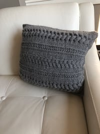 Hand knit pullow