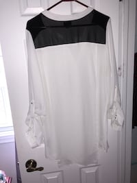 white button-up long-sleeved shirt Montréal, H1P 2Y3