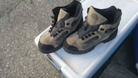 Boys hiking boots size 8great $15