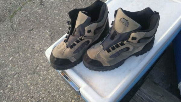 Boys hiking boots size 8great $15 b91a5207-a534-4724-b667-03a9958c62e1