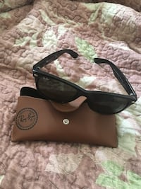 Black ray-ban sunglasses Toronto, M1H
