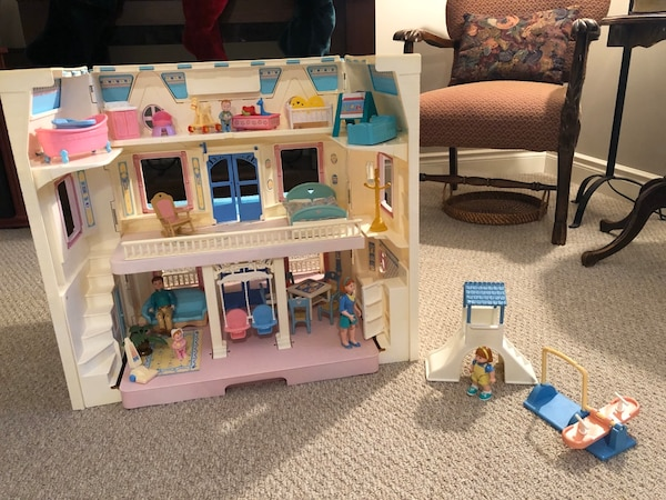 Vintage fisher price loving family house and accessories  ff32cf76-e422-43f9-a0c7-42706988cdf4