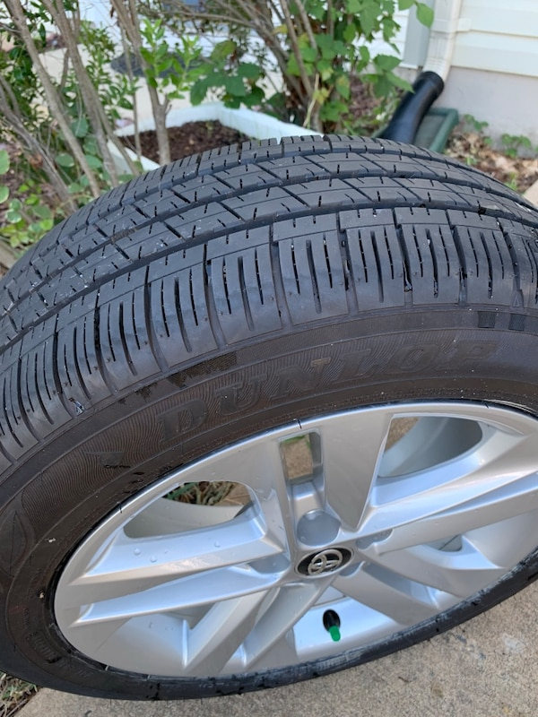Toyota wheels and tires  095f5320-75a9-4702-bf02-e8dc302f44fc