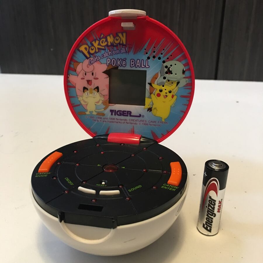 Pokémon Poke Ball handheld video game Tiger electronics 1998