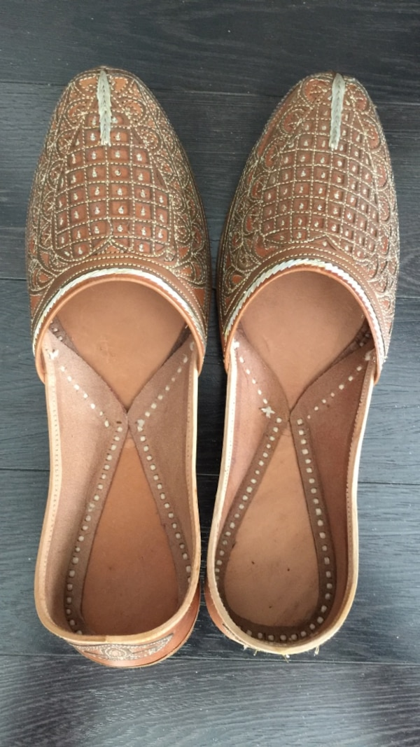2f783ac75f375 Indian Mojari shoes / slippers / flats - men size 9 (US) - Pick up only  *near Jarvis and Wellesley*