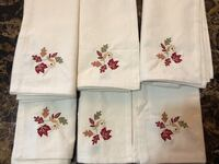 Brand New Holiday Table Napkins Set of 6 Ancaster, L9G