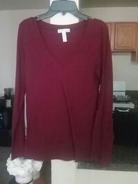 Burgundy v neck long sleeve  New Carrollton, 20784