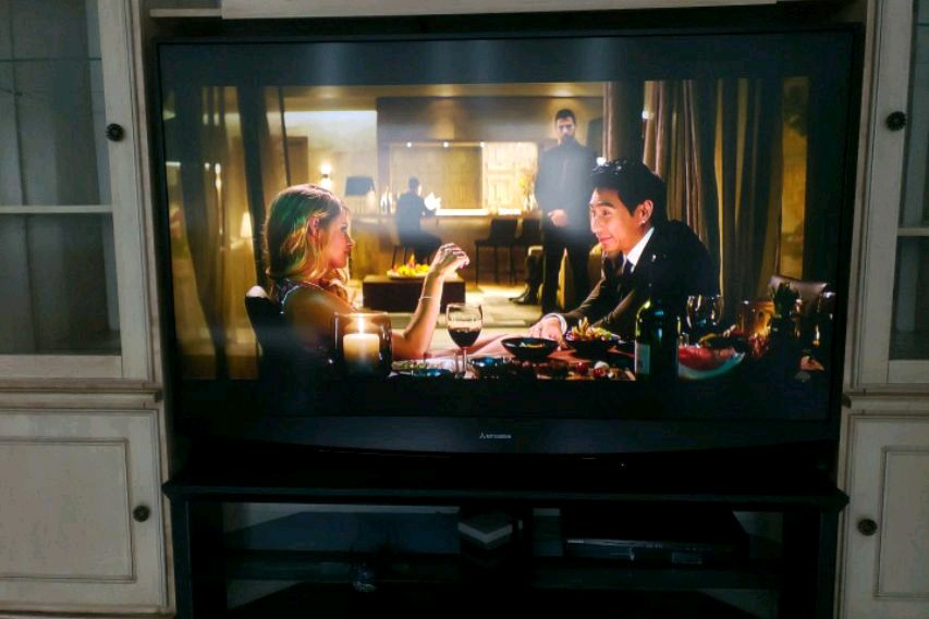 Photo Mitsubishi 65 DLP Television with TV stand