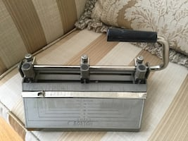 VINTAGE HEAVY DUTY HOLE PUNCH