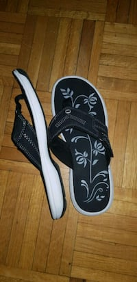 pair of black-and-white flip flops Toronto, M9A 4X9