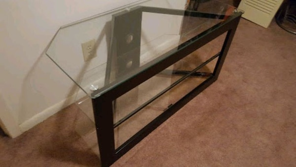 Glass entertainment stand c423ee68-b24f-45d4-94b6-17126a7cecd0