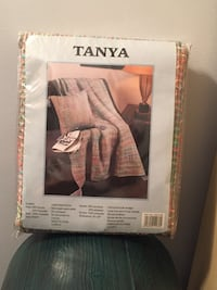 Blanket/throw brand new. Perfect for the Tanya in your life or someone colorful Coquitlam, V3B 7W7