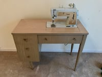 Singer electric vintage sewing machine and accessories  506 mi