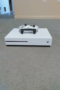 white Xbox one s console with controller and cords Cincinnati, 45231