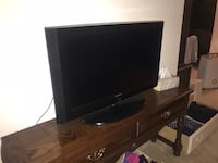 black flat screen TV with remote Arlington, 22202