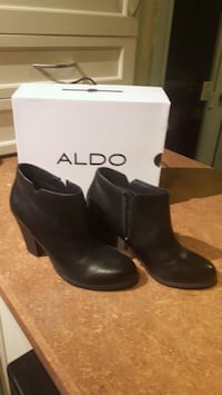 Aldo ankle boots size 8 Calgary, T2C 1T8