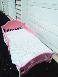 white and pink bed frame 29 km