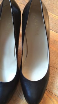 pair of black Lauren pumps 8:5 almost New ! Washington, 20017