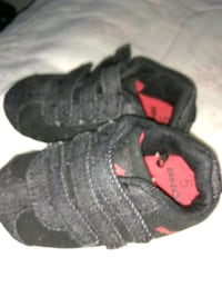 pair of black-and-red shoes Weems, 22576