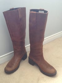 Pair of brown leather knee high boots Hamilton, L0R 1C0