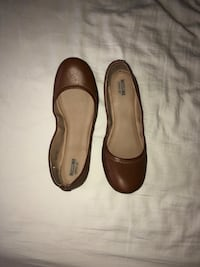 Pair of brown leather flats Dallas, 75226