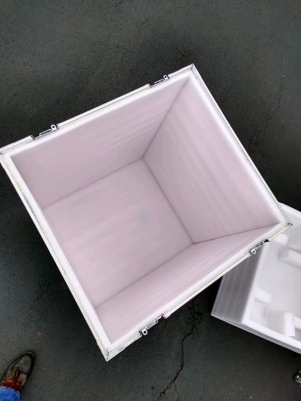Storage/shipping container 3fe89356-415b-4207-a170-366d6c3014a1