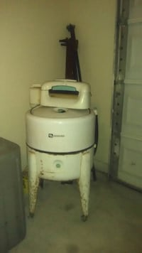 A white 1975 Maytag washer all parts available. Marrero, 70072