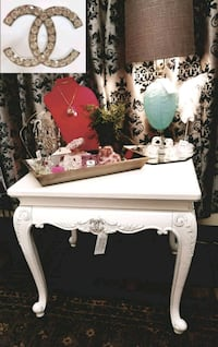 """""""CC"""" White & Silver Coffee Table / Accent Table Mesa, 85202"""