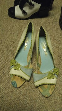pair of brown-and-blue open-toe flats Sherwood Park, T8A 1H6