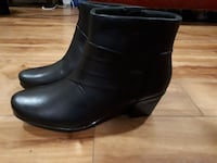 Clarks boots Thorold