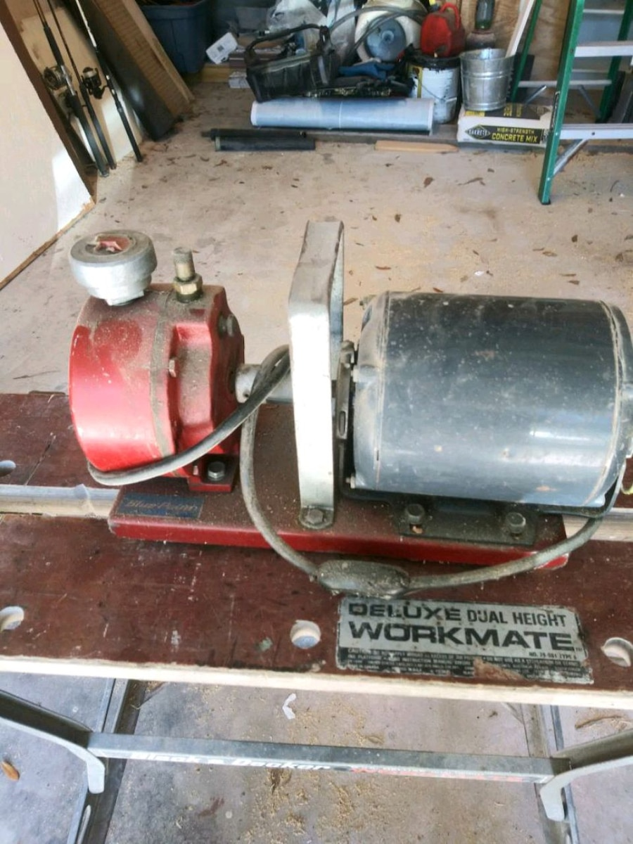 Photo Red and black air compressor