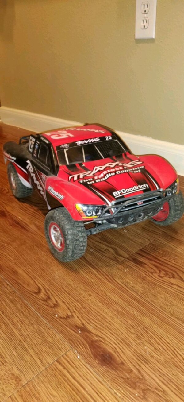 Traxxas 1/10 Slash 2wd RTR w/ batteries & charger